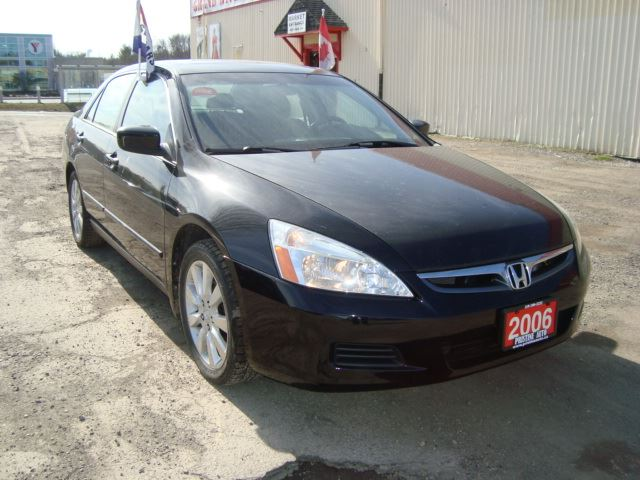 2006 HONDA ACCORD SE V6 Sunroof Rust Free in Cambridge, Ontario