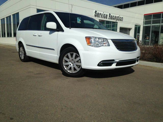 2015 CHRYSLER TOWN AND COUNTRY Touring Heated Seats, Backup Camera in Edmonton, Alberta
