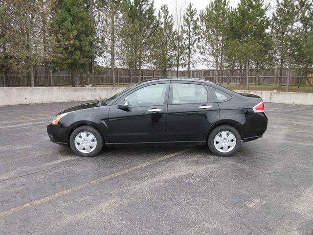 2010 FORD FOCUS SE in Cayuga, Ontario
