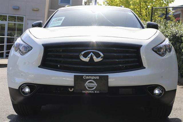 2016 INFINITI QX70 Sport with Technology Pkg in Victoria, British Columbia