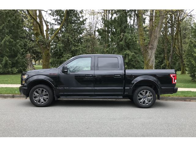 2016 FORD F-150 4WD SuperCrew 145' XLT in Mississauga, Ontario