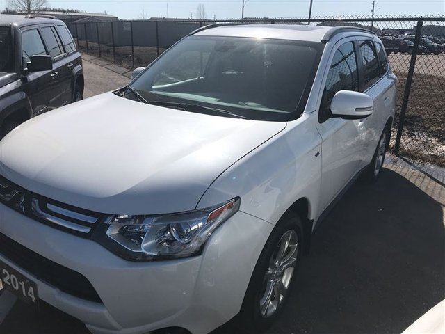 2014 MITSUBISHI OUTLANDER GT 7 Passenger, Leather, Back Up Camera in Thunder Bay, Ontario