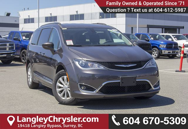 2017 CHRYSLER PACIFICA Touring <B>*NO ACCIDENTS*X-DEMO*LOW KMS</B> in Surrey, British Columbia
