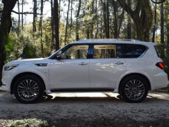 2018 INFINITI QX80 7-Passenger w/Technology Package in Mississauga, Ontario