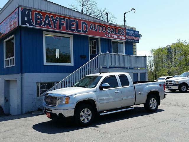 2011 GMC SIERRA 1500 SLT Extended Cab 4x4 **5.3L/Leather/Heated Seats** in Barrie, Ontario