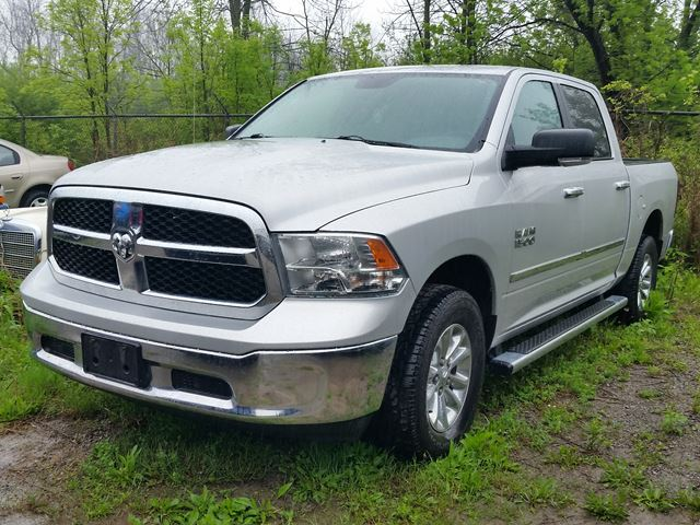 2013 Dodge RAM 1500 SLT 4x4 in Fort Erie, Ontario