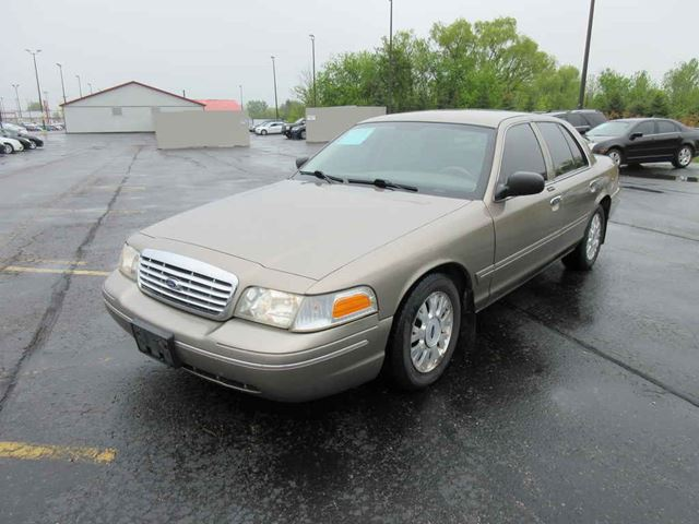 2005 Ford Crown Victoria LX in Cayuga, Ontario