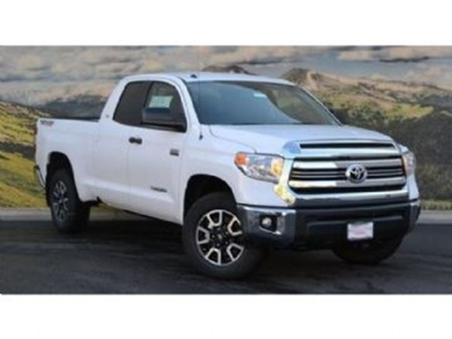 2017 TOYOTA TUNDRA 4WD Double Cab 146 8 ft box SR 5 in Mississauga, Ontario