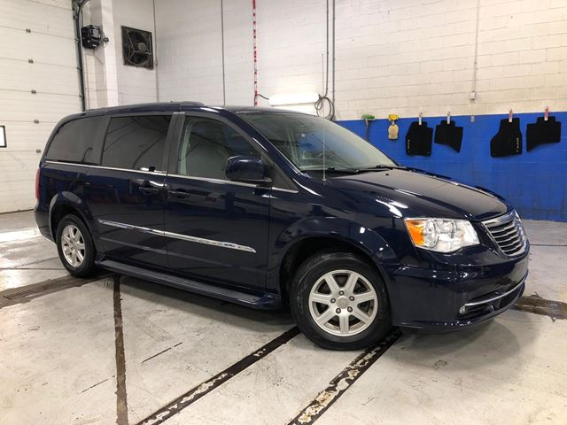 2012 Chrysler Town and Country TOURING - DVD - NAVIGATION - SUNROOF - ALLOYS in Aurora, Ontario