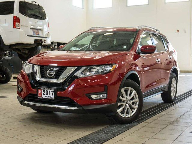 2017 NISSAN ROGUE SV AWD w/ Moonroof Package in Kelowna, British Columbia