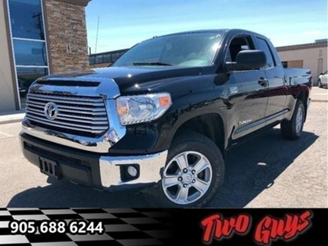 2016 TOYOTA TUNDRA SR 5.7L V8 4x4 LOADED TOW PACKAGE BACK UP CAMERA in St Catharines, Ontario