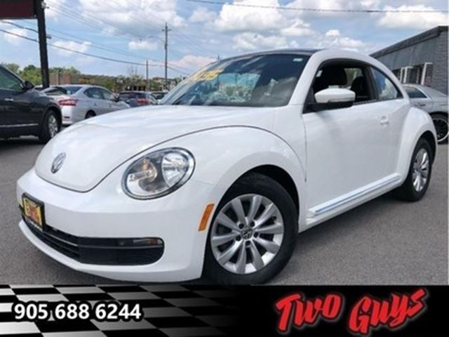 2014 VOLKSWAGEN NEW BEETLE  2.5L Comfortline SUNROOF HEATED FRONT SEATS in St Catharines, Ontario