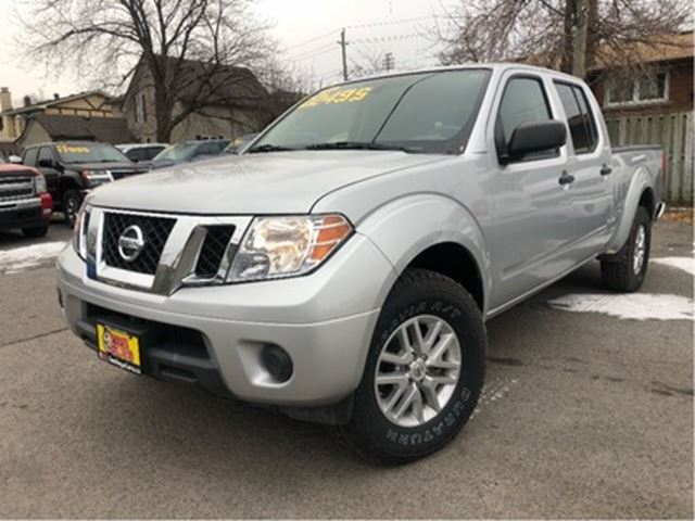 2015 NISSAN FRONTIER CREW CAB 4x4 HARD-TO-FIND MIDSIZE TRUCK! in St Catharines, Ontario