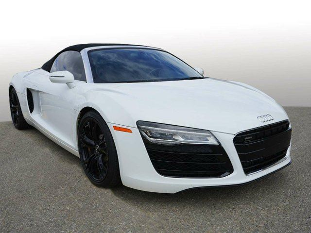 2015 AUDI R8 4.2 V8 quattro 7sp S tronic | Quilted Leather Package in Edmonton, Alberta