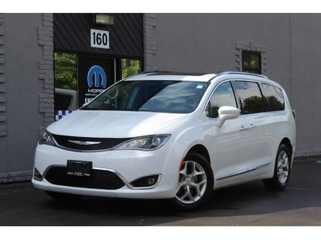 2017 CHRYSLER PACIFICA Touring L PLUS*Dual Blu-Ray*Tri-Pane Pano Roof*Pwr in Mississauga, Ontario