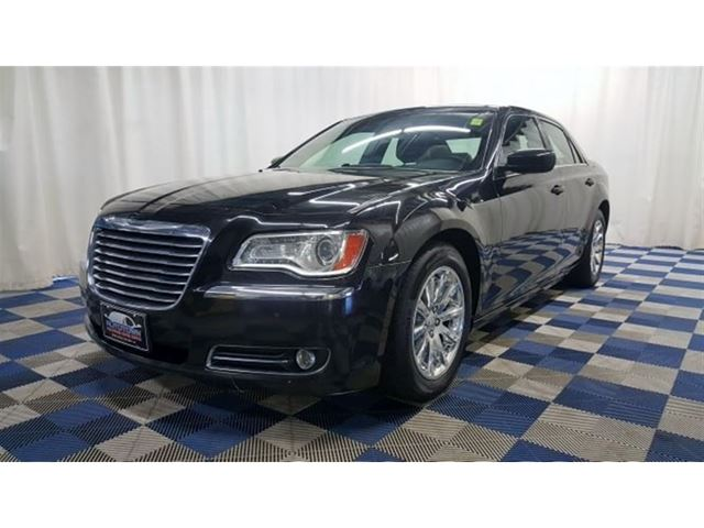 2013 CHRYSLER 300 Touring/ACCIDENT FREE/LEATHER/REAR CAM/SUNROOF in Winnipeg, Manitoba