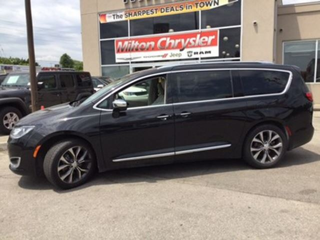 2017 CHRYSLER PACIFICA Limited in Milton, Ontario