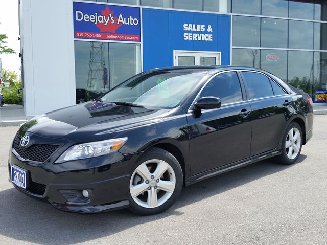 2011 Toyota Camry SE in Brantford, Ontario