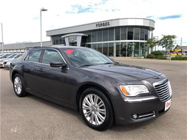 2013 CHRYSLER 300 AWD \ NAVIGATION \ LEATHER \ SUNROOF \ in Waterloo, Ontario