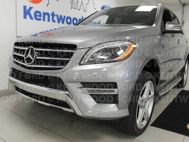 2015 MERCEDES-BENZ M-CLASS ML400 AWD 4MATIC with NAV, sunroof and heated power leather seats in Edmonton, Alberta