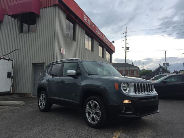 2017 Jeep Renegade Limited LEATHER/ NAV/ 4X4/ SUNROOF in Brockville, Ontario