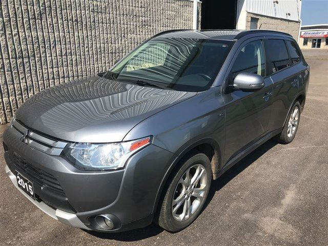 2015 Mitsubishi Outlander SE Touring 4x4, V6, Sunroof, 7 Pass in Thunder Bay, Ontario