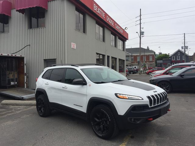 2016 Jeep Cherokee Trailhawk PANO SUNROOF/LEATHER/ SAFETY GROUP in Brockville, Ontario