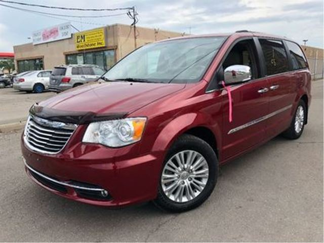 2012 Chrysler Town and Country Limited NAVIGATION MOONROOF LEATHER in St Catharines, Ontario