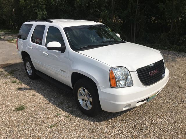 2014 GMC Yukon SLE 9 passenger Only 117400 km in Perth, Ontario