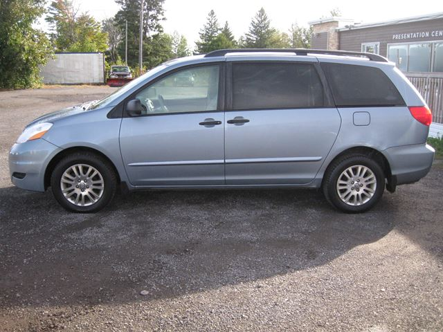 2010 Toyota Sienna CE *Certified* - Vars, Ontario Car For