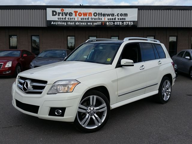 2010 MERCEDES-BENZ GLK-Class GLK 350 4MATIC **NAV**PANAROOF**EASY FINANCING** in Ottawa, Ontario