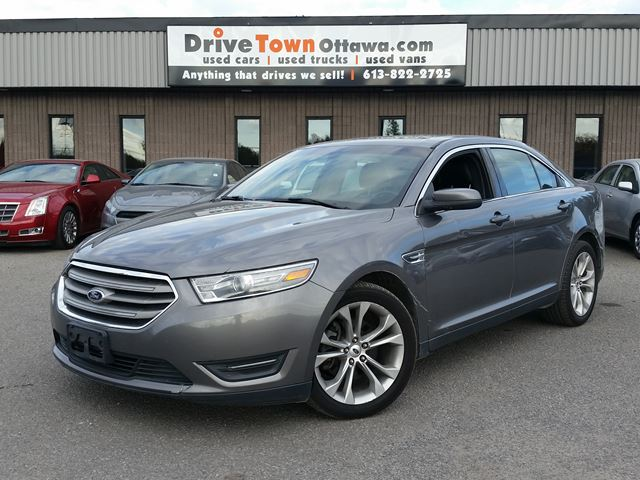 2013 FORD Taurus SEL AWD **MOONROOF**LEATHER**NAVIGATION** in Ottawa, Ontario