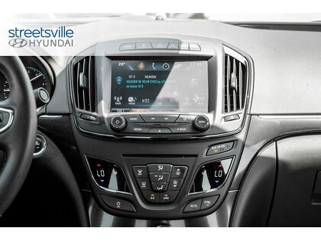 2016 Buick Regal AWD   Navigation Sunroof Heated leather