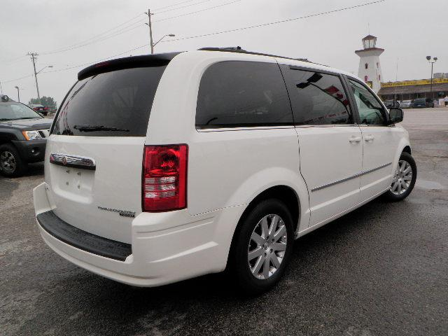 2010 chrysler town and country touring barrie ontario used car for sale 1003198. Black Bedroom Furniture Sets. Home Design Ideas
