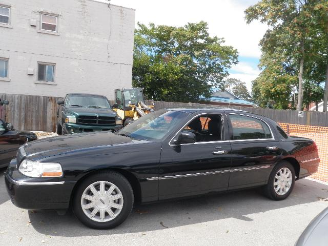 2011 Lincoln Town Car Signature Limited Black For 27500 In