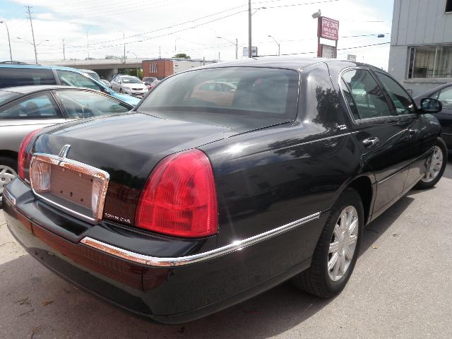 2011 Lincoln Town Car Signature Limited Black For 27500 In London