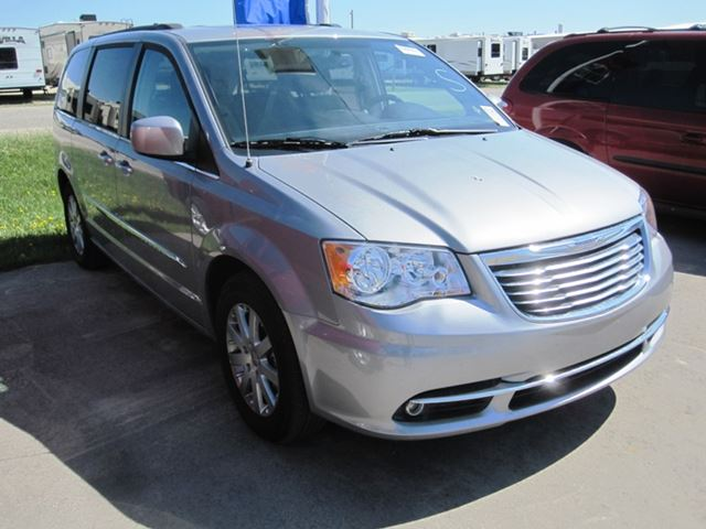 2014 Chrysler Town and Country Touring in