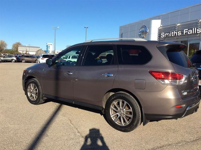 used 2014 nissan pathfinder sv smiths falls. Black Bedroom Furniture Sets. Home Design Ideas