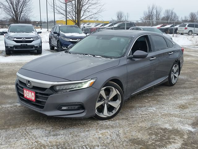 2018 HONDA Accord Touring in Orillia, Ontario