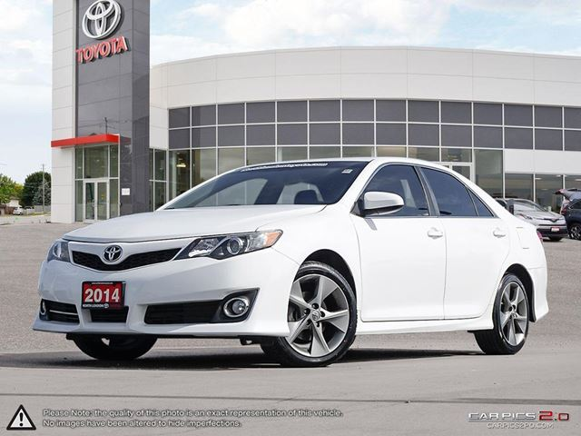 2014 TOYOTA Camry SE 9/10 safety and 9/10 fuel economy - TheCarConnection.com in London, Ontario