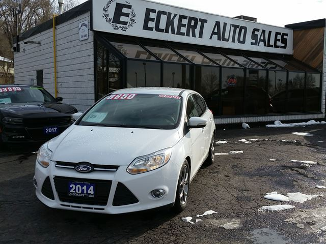 2014 FORD Focus SE HATCHBACK  WITH BLUETOOTH in Barrie, Ontario
