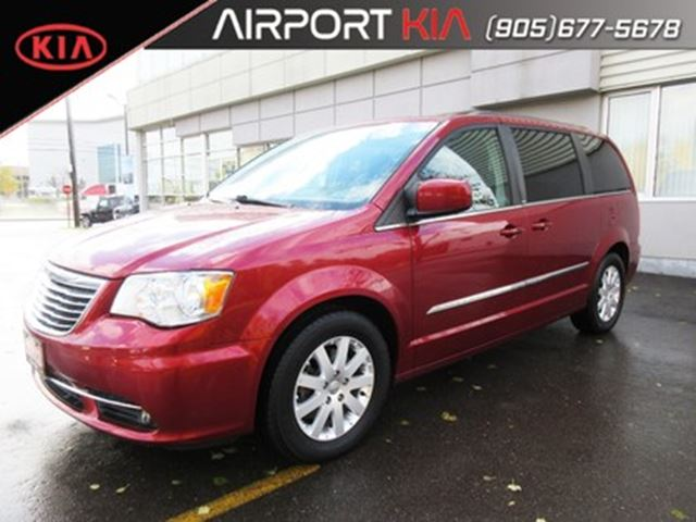 2013 CHRYSLER Town and Country Touring / Power sliding doors/Back-Up Camera in Mississauga, Ontario