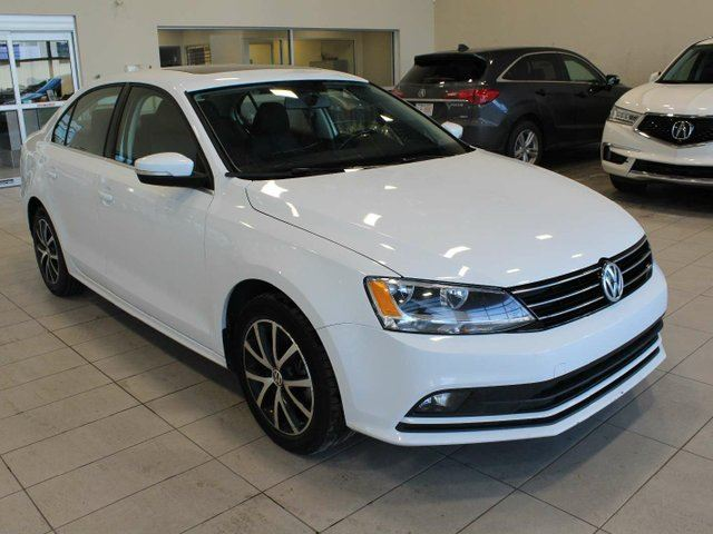 2015 VOLKSWAGEN Jetta  Trendline Heated Seats Back Up Cam Sunroof Bluetooth in Red Deer, Alberta