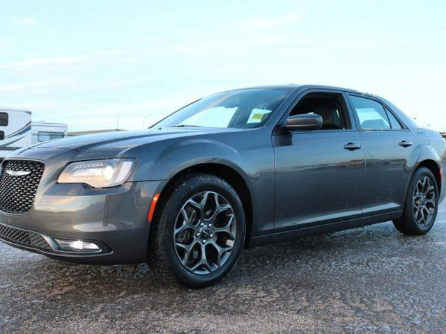 2018 Chrysler 300 AWD S Accident Free, Leather, Heated Seats, Panoramic Roof, Back-up Cam, Bluetooth, - Used Chr in