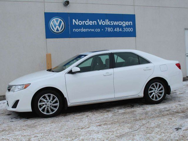 2014 TOYOTA Camry LE - LOW KM'S / SUNROOF / REAR-VIEW CAMERA / CLEAN CARFAX ! in Edmonton, Alberta