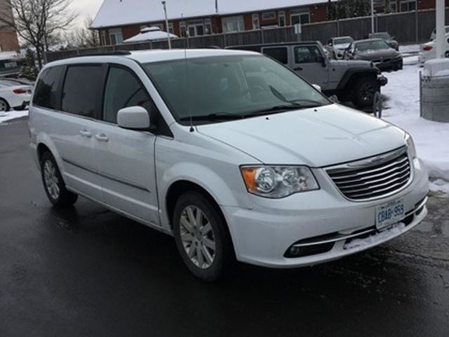 2016 Chrysler Town and Country Touring   CAM   STOW-N-GO in
