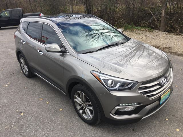 2018 Hyundai Santa Fe SE AWD With Only 13800 km in