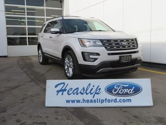 2017 Ford Explorer Limited 4WD / 7 PASSENGER in