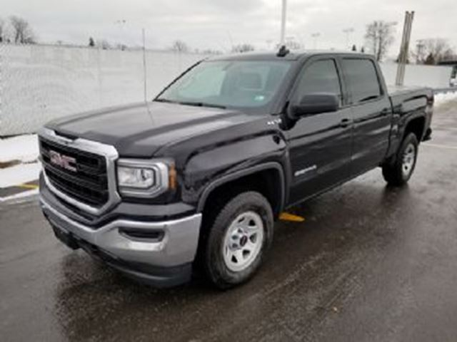 2017 GMC Sierra 1500 SLE 4X4 Crew Cab 6 Passenger Excess Wear Protection in Mississauga, Ontario