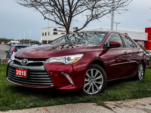 2016 TOYOTA Camry XLENO ACCIDENTS in Burlington, Ontario